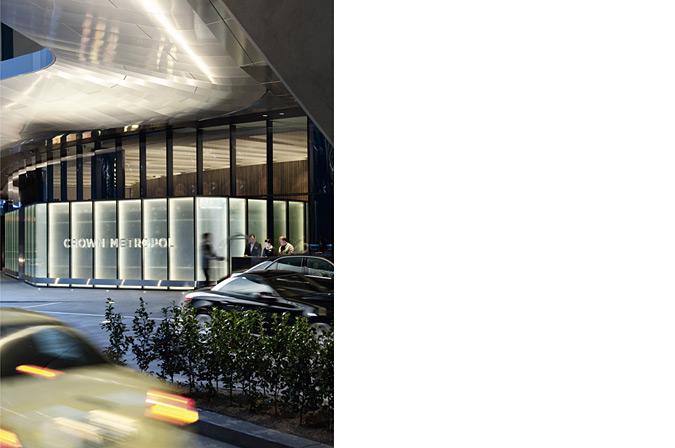 дизайн вивіски готелю Crown Metropol